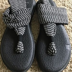 Sanuk Yoga Sandals - Size 8